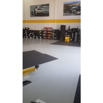 Piso autocenter preto fosco 5mm x 1mt x 1mt comp